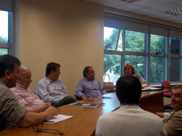 Debate de los socios en subgrupos.
