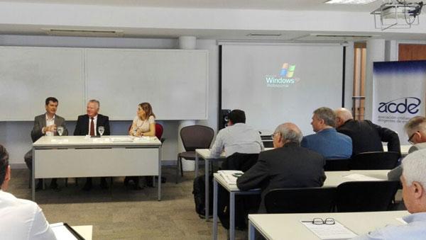 Ernesto O'Connor, Orlando Ferres y Alicia Caballero comentaron las propuesta del Consejo de Economistas de ACDE